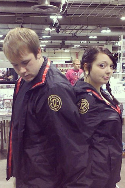 54ee72eed3ec3_-_sev-katniss-and-peeta-hunger-games-halloween-costume-lgn