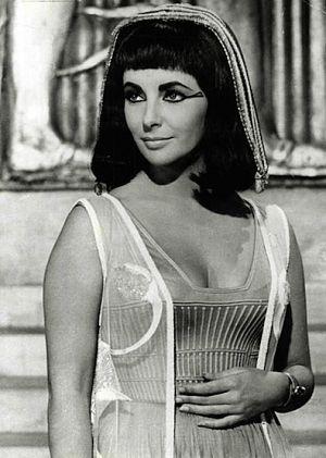 elizabeth-taylor-como-cleopatra