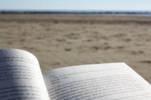 Lectura-en-la-playa
